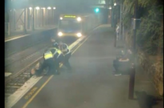 Dramatic footage shows Australian police officers save a Melbourne woman from an oncoming train.(photo grabbed from Reuters video)