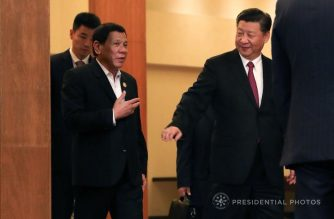 President Rodrigo Duterte is welcomed by People's Republic of China President Xi Jinping at the Crowne Plaza Da Nang in Vietnam prior to their bilateral meeting on November 11, 2017. (Presidential photo/ Courtesy Malacanang)