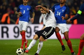 Germany's striker Lars Stindl scores the 2-2 during the international friendly football match Germany against France in Cologne on November 14, 2017. The match ended 2-2. / AFP PHOTO / Patrik Stollarz
