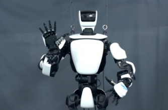 Japanese car maker Toyota unveiled a new humanoid robot that mirrors the movements of its remote operator in Tokyo on Wednesday (November 29).(photo grabbed from Reuters video)
