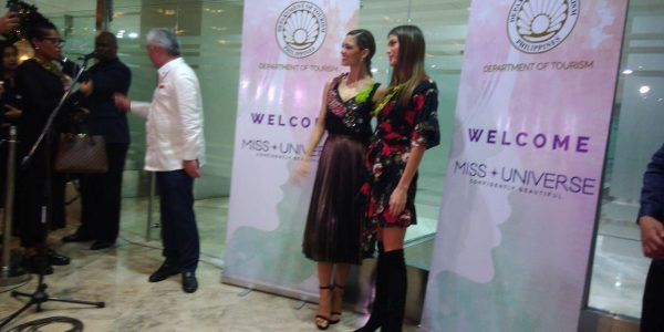 LOOK: Miss Universe 2017 Demi-Leigh Nel-Peters, Miss Universe 2016 Iris Mittenaere pose upon arrival at NAIA
