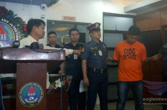 Paraceles, Mountain Province Mayor Avelino Amangyen positively identifies the suspect, George Guinabay, who tried to kill him last October.  The suspect was presented by the police on Monday, December 4, 2017.  (Photo by Mar Gabriel, Eagle News Service)