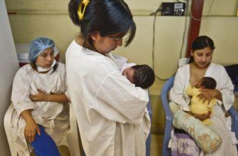 FILE PHOTO: Women wait for their turn to donate milk  at the human milk bank in Lima, on January 31, 2013. Peru promotes a network of milk banks modelled on Brazil, leader in the sector, with the aim of reducing the mortality rate in premature infants, preventing disease and ensuring normal growing on newborns. AFP PHOTO/ERNESTO BENAVIDES / AFP PHOTO / ERNESTO BENAVIDES