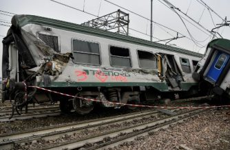 A photo shows the site of a train derailment on January 25, 2018 in Pioltello, near Milan.  At least three people were killed and 10 seriously injured when a packed regional train derailed near Milan in northern Italy, emergency services said. The incident happened at around 7 am (0600 GMT) near the Milan suburb of Segrate. The cause was not immediately clear. / AFP PHOTO / Piero CRUCIATTI