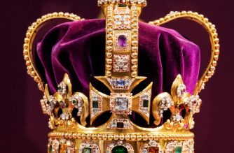 A picture shows St Edward's Crown, the crown used in coronations for English and later British monarchs, and one of the senior Crown Jewels of Britain, during a service to celebrate the 60th anniversary of the coronation of Queen Elizabeth II at Westminster Abbey in London on June 4, 2013.  Queen Elizabeth II marked the 60th anniversary of her coronation with a service at Westminster Abbey filled with references to the rainy day in 1953 when she was crowned.  AFP PHOTO / POOL / JACK HILL / AFP PHOTO / POOL / JACK HILL