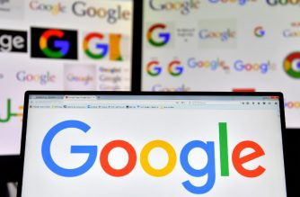 A picture taken on November 20, 2017 shows logos of US multinational technology company Google displayed on computers' screens. / AFP PHOTO / LOIC VENANCE