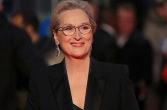 US actress Meryl Streep poses on the red carpet on arrival for the European Premiere of the film, The Post in London on January 10, 2018. / AFP PHOTO / Daniel LEAL-OLIVAS