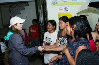 Lokal na pamahalaan ng Tacloban City, namahagi ng relief goods sa mga apektado ng baha at landslide
