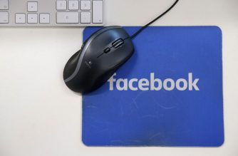 A mousepad with the Facebook logo is seen at Facebook's new headquarters, designed by Canadian-born American architect Frank Gehry, at Rathbone Place in central London on December 4, 2017. / AFP PHOTO / Daniel Leal-Olivas