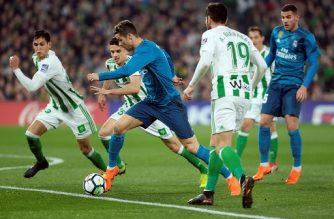 Real Madrid's Portuguese forward Cristiano Ronaldo (C) fights for the ball with Real Betis' Spanish defender Marc Bartra (2L) during the Spanish league football match Real Betis vs Real Madrid at the Benito Villamarin stadium in Sevilla on February 18, 2018. / AFP PHOTO / Cristina Quicler