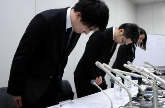 In this picture taken on late January 26, 2018, Coincheck president Koichiro Wada (L) bows in apology at the beginning of a press conference in Tokyo. Japan's government said on January 29 it would impose administrative measures on virtual currency exchange Coincheck after hackers stole hundreds of millions of dollars in digital assets from the Tokyo-based firm. / AFP PHOTO / JIJI PRESS / - / Japan OUT