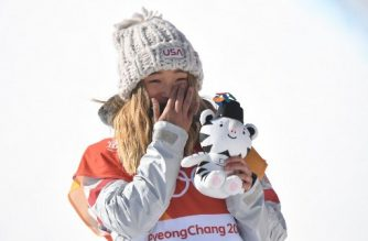 Gold medallist US Chloe Kim celebrates during the victory ceremony after the women's snowboard halfpipe final event at the Phoenix Park during the Pyeongchang 2018 Winter Olympic Games on February 13, 2018 in Pyeongchang. / AFP PHOTO / LOIC VENANCE
