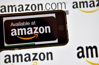 (FILES) In this file photo taken on December 28, 2016 shows the logo of US electronic commerce and cloud computing company Amazon in Vertou, France. Amazon will report February 1, 2018 its fourth-quarter results amid scrutiny over its expansion into new sectors which include groceries and health care. / AFP PHOTO / LOIC VENANCE