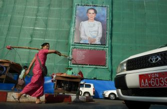 A huge portrait of Myanmar's de facto leader Aung San Suu Kyi is displayed on a building construction site overlooking Mahabandoola park in Yangon on February 12, 2018 marking National Union Day, with an exert of her speech calling for peace and national reconciliation. National Union Day comes a day after Britain's Foreign Minister Boris Johnson met with Suu Kyi in Myanmar's capital on February 11 to press for action on the Rohingya crisis, as the country faces mounting pressure to punish troops accused of atrocities against the Muslim minority. / AFP PHOTO / ROMEO GACAD