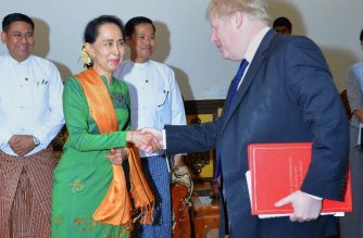 This handout photo taken and released on February 11, 2018 by Myanmar's Ministry of Information shows Myanmar State Counsellor Aung San Suu Kyi (L) shaking hands with Britain's Foreign Minister Boris Johnson (R) at the start of their meeting in Naypyidaw. / AFP PHOTO / MYANMAR MINISTRY OF INFORMATION