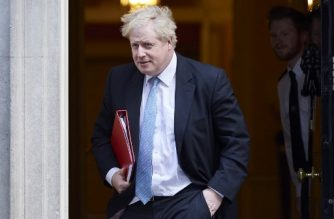 British Foreign Secretary Boris Johnson leaves 10 Downing street after the weekly cabinet meeting on February 6, 2018 in London. / AFP PHOTO / Niklas HALLE'N