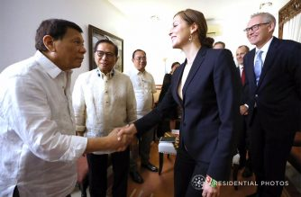 President Rodrigo Roa Duterte welcomes Norwegian Special Envoy to the Peace Process Between the Government of the Philippines and the National Democratic Front of the Philippines Idun Tvedt as the latter paid a courtesy call on the President at the Presidential Guest House in Davao City on February 15, 2018. Also in the photo are Presidential Adviser on the Peace Process Jesus Dureza. Photo by Karl Norman Alonzo, Presidential Photo (Photo courtesy Malacanang)