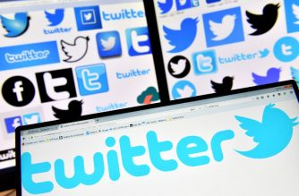 (FILES) This file photo taken on November 20, 2017 shows logos of US online news and social networking service Twitter displayed on computers' screens. The European Commission said on February 15, 2018 that US social media giants have made an effort to comply with EU consumer protection rules, but that Facebook and Twitter have not made all the required changes.  / AFP PHOTO / LOIC VENANCE
