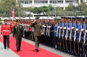 US General Joe Dunford (C), who is chairman of the Joint Chiefs of Staff, salutes as he inspects a Thai honour guard alongside his Thai counterpart General Tarnchaiyan Srisuwan (2nd L) during a ceremony in Bangkok on February 7, 2018. US commitment to the Asia-Pacific remains unwavering even though rivals falsely depict its influence as waning, the country's top general said on February 6. / AFP PHOTO / Thomas WATKINS