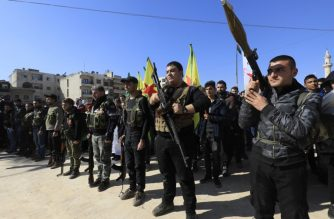 Syrian-Kurds attend an impromptu parade in Afrin as civilians enlist to fight an assault by Turkish troops and allied rebels on the Kurdish People's Protection Units (YPG) in Syria's border region on January 28, 2018.  / AFP PHOTO / DELIL SOULEIMAN