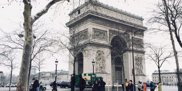 #EBCphotojournalism:  The Arc de Triomphe as heavy snow hits Paris