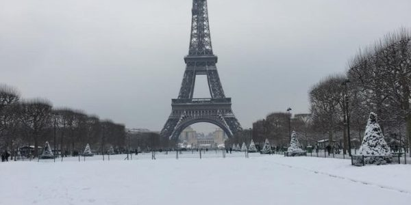 #EBCphotojournalism:  The day Eiffel Tower was closed due to heavy snow