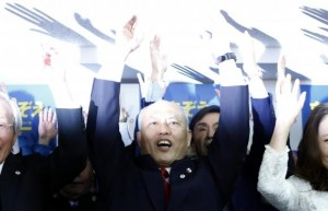 Japan's former Health Minister Yoichi Masuzoe (C) shouts ''banzai'' (cheers) with his supporters at his office in Tokyo February 9, 2014.