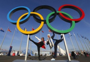 People pose for a picture in front of the Olympic rings at the Olympic Park at the Sochi 2014 Winter Olympics, February 7, 2014. CREDIT: REUTERS/LASZLO BALOGH