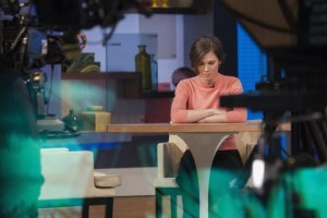 Amanda Knox sits alone before being interviewed on the set of ABC's ''Good Morning America'' in New York January 31, 2014. CREDIT: REUTERS/ANDREW KELLY
