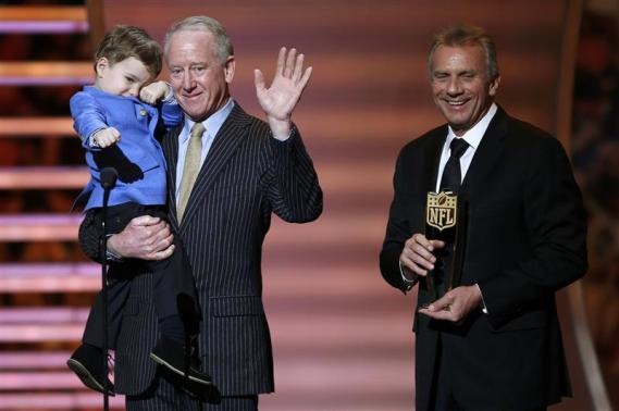 Former NFL quarterback Archie Manning (C) accepts the NFL MVP award for his son Denver Broncos quarterback Peyton Manning with Peyton's son Marshall as Joe Montana (R) holds the award during the NFL Honors award show in New York February 1, 2014. CREDIT: REUTERS/CARLO ALLEGRI