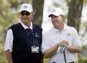 U.S. Ryder Cup Assistant Captain Raymond Floyd (L) speaks with golfer Justin Leonard of the U.S. on the 12th tee during practice for the 37th Ryder Cup Championship at the Valhalla Golf Club in Louisville, Kentucky September 16, 2008. Credit: Reuters/Shaun Best