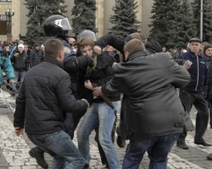 Pro-Russian protesters clash with a supporter (C) of Ukraine's new government in central Kharkiv March 1, 2014.  CREDIT: REUTERS/STRINGER