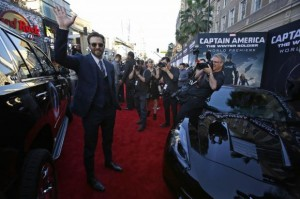 "Cast member Evans waves at the premiere of ""Captain America: The Winter Soldier"" at El Capitan theatre in Hollywood"