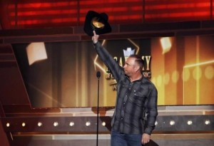 Musician Garth Brooks waves while on stage at the 49th Annual Academy of Country Music Awards in Las Vegas, Nevada April 6, 2014. Credit: Reuters/Robert Galbraith/Files