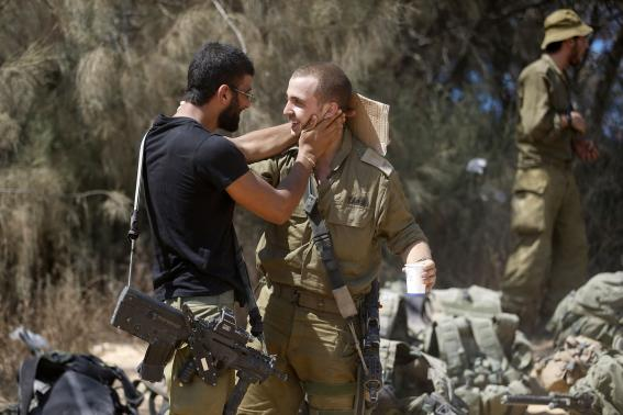 Israeli soldiers from the Givati brigade embrace after returning to Israel from Gaza August 4, 2014. Credit: Reuters/Baz Ratner