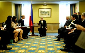 (MADRID, Spain) President Benigno S. Aquino III meets with several business firms here on Sunday (September 14), in one of his activities in his working visit to Europe. Also in photo are members of the Philippine delegation, among them Sec. Transportation and Communications Joseph A. Abaya, Foreign Affairs Sec. Albert del Rosario, Department of Agriculture Sec Proceso Alcala, Trade and Industry Sec. Gregory Domingo. (Photo by Gil Nartea / Malacanang Photo Bureau)