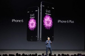 Apple CEO Tim Cook introduces the new iPhone 6 and iPhone 6 Plus (R) during an Apple event at the Flint Center in Cupertino, California, September 9, 2014. Credit: Reuters/Stephen Lam
