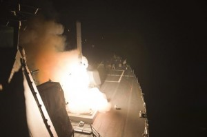 A Tomahawk cruise missile is launched against Islamic State targets from the US Navy guided-missile destroyer USS Arleigh Burke, in the Red Sea, September 23, 2014.  REUTERS/U.S. Navy/Mass Communication Specialist 2nd Class Carlos M. Vazquez Ii