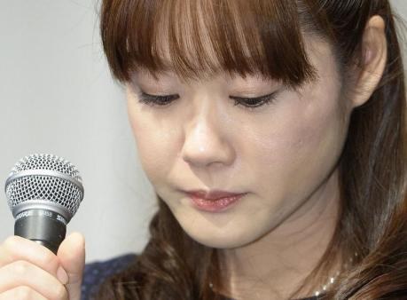 Haruko Obokata, a researcher at semi-governmental research institute RIKEN, lowers her eyes during a news conference in Osaka, western Japan, in this photo taken by Kyodo April 9, 2014. Mandatory credit CREDIT: REUTERS/KYODO
