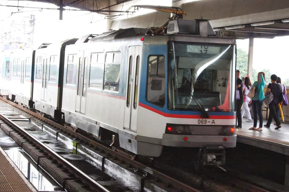 Over 200 passengers unloaded after MRT-3 train suffers motor problem