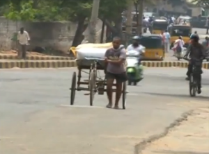 At least 1,400 people die in India as temperatures soar above 47 Celsius.  (Photo grabbed from Reuters video/Courtesy Reuters)