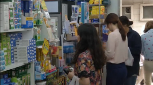 Middle East Reparatory Syndrome (MERS) fear causes face mask sales surge in South Korea, as a sixth person dies and tally of MERS rose to 87.  (Photo grabbed from Reuters video/Courtesy Reuters)