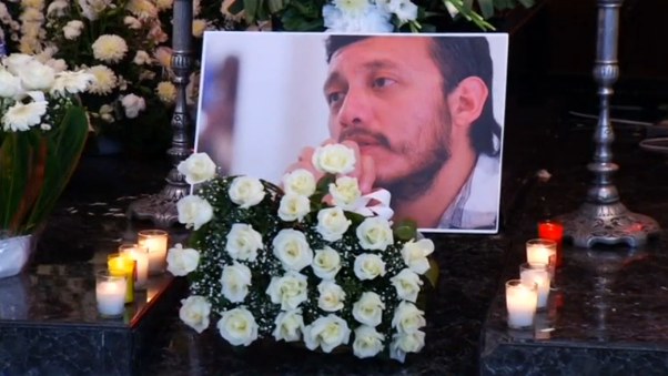 Slain Mexican news photographer, Ruben Espinosa, was laid to rest in Mexico City on Monday (August 03) days after he was shot dead in his apartment.  (Courtesy Reuters/Photo grabbed from Reuters video)