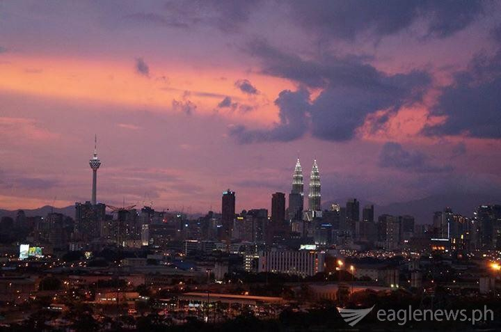 Sunset in Kuala Lumpur showing Petronas Twin Towers and KL Tower (by Fleur Amora)