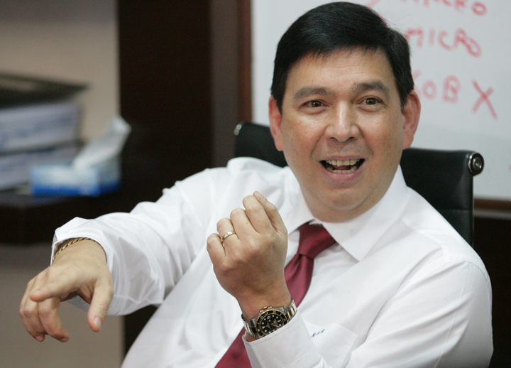 senator Ralph Recto answer the question of the media on the sin tax bill during a pressconference held at his office at the senate building yesterday afternoon (phioto by ali vicoy) mbnewspictures/mbnewspix