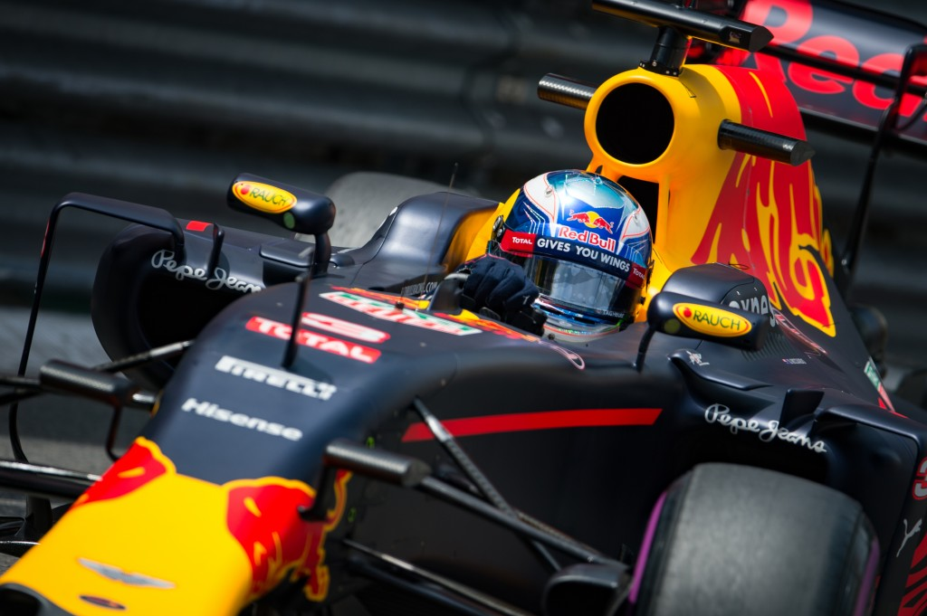 Infiniti Red Bull racing's Belgian-Dutch driver Max Verstappen drives during the second practice session at the Monaco street circuit, on May 26, 2016 in Monaco, three days ahead of the Monaco Formula 1 Grand Prix. / AFP PHOTO / ANDREJ ISAKOVIC