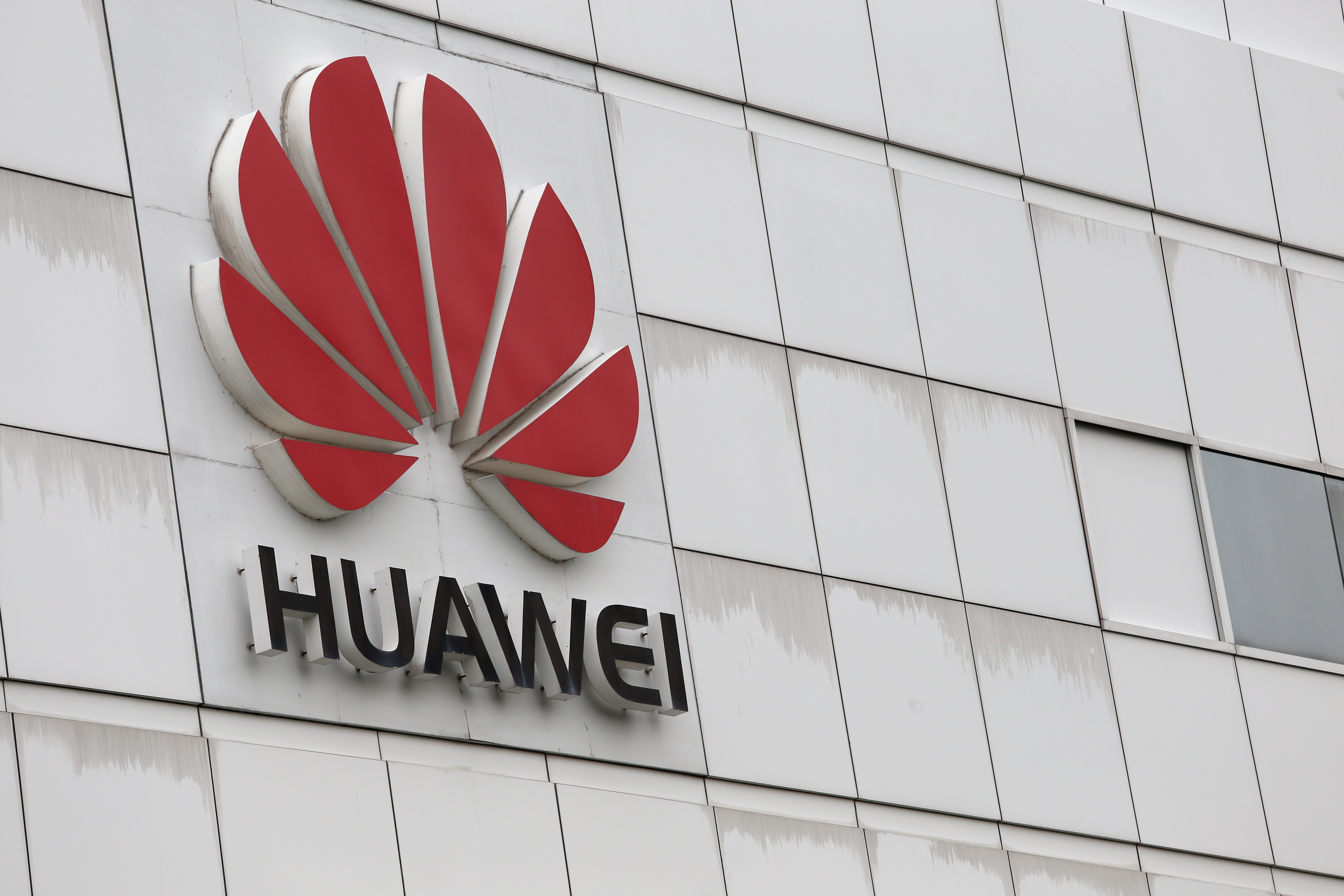 """The logo of Chinese tech giant Huawei is seen on a building on its campus in the Chinese city of Shenzhen on April 7, 2013.  Chinese tech giant Huawei said on April 8 that it hoped to """"solve the challenges and problems"""" it has in the United States after Washington labelled it a security threat last year.      AFP PHOTO / AARON TAM / AFP PHOTO / aaron tam"""
