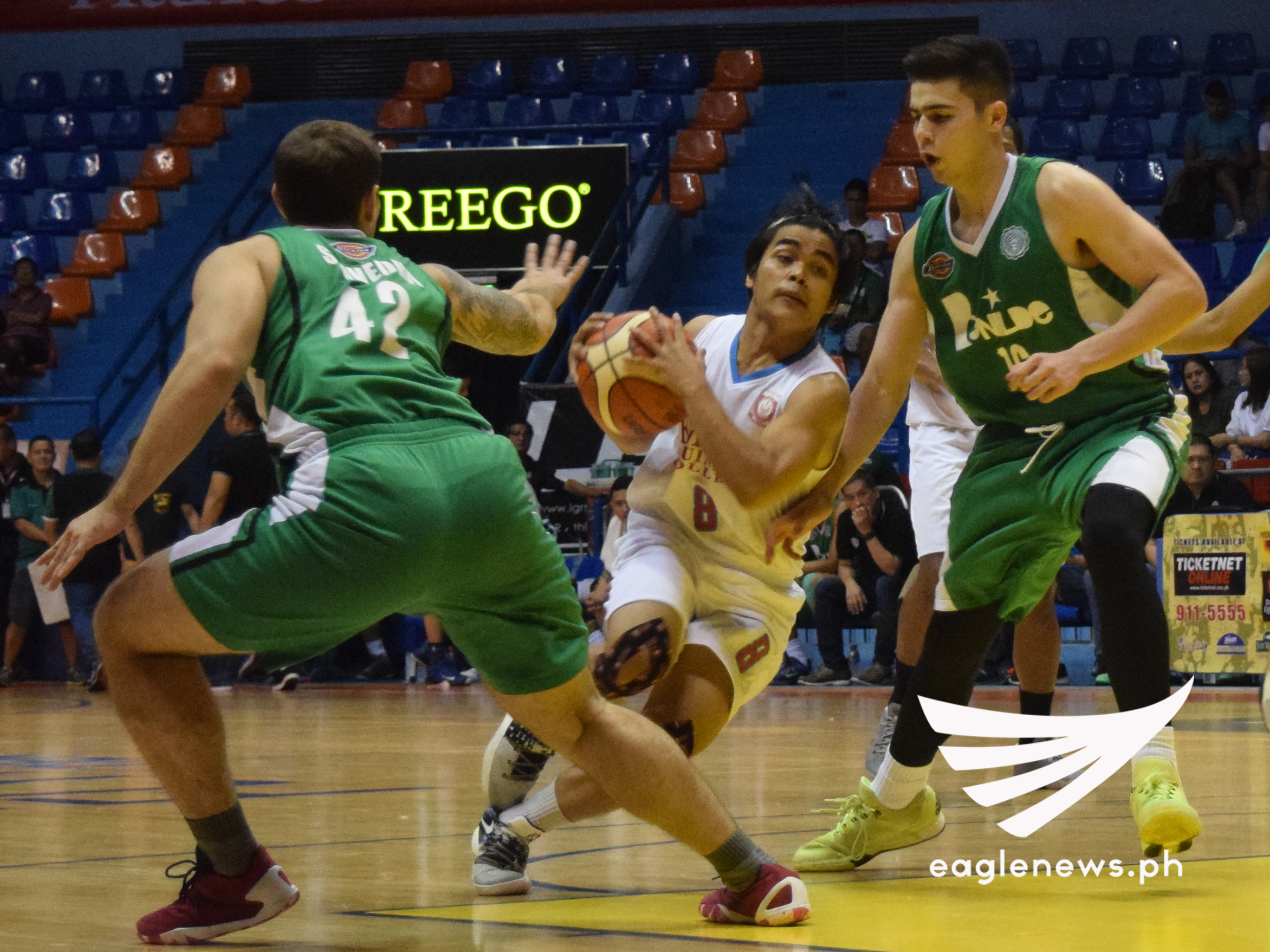 Emilio Aguinaldo College guard Raymund Pascua drives against Benilde forwards Fons Saavedra and Edward Dixon in their Filoil Flying V Hanes Premier Cup game on Thursday. (Photo courtesy: Ariane Joy Sabale / Sports On Air, Eagle News Service)