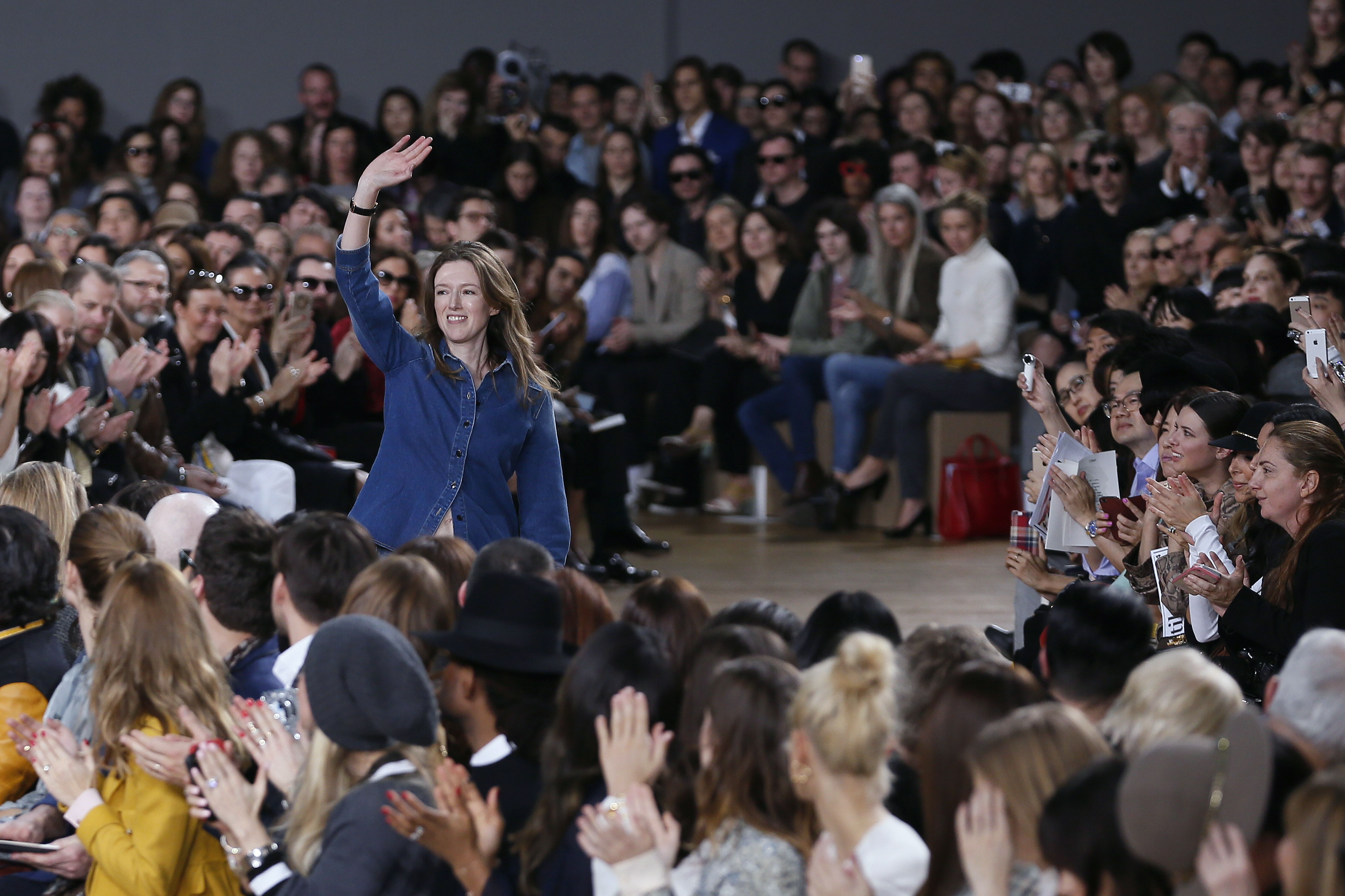 (FILES) This file photo taken on March 08, 2015 shows British fashion designer Clare Waight Keller acknowledging the audience at the end of Chloe the 2015-2016 fall/winter ready-to-wear collection fashion show in Paris.   British designer Clare Waight Keller is to quit Chloe after six years, the French fashion house said January 30, 2017. / AFP PHOTO / PATRICK KOVARIK