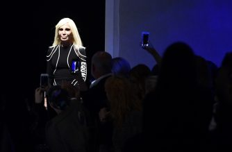 Designer Donatella Versace greets the audience at the end of the show for fashion house Versace during the Women's Fall/Winter 2017/2018 fashion week in Milan, on February 23, 2017.  / AFP PHOTO / Miguel MEDINA